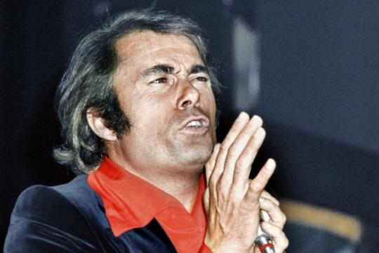 Alain Barrière à l'Olympia en 1974. Photo d'archives AFP
