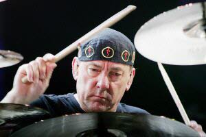 Le batteur du groupe de rock Rush, Neil Peart