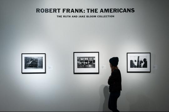 """""""Les Américains"""", oeuvre la plus célèbre du photographe Robert Frank, décédé à 94 ans. Photo d'archives Bryan THOMAS/GETTY IMAGES NORTH AMERICA/AFP"""