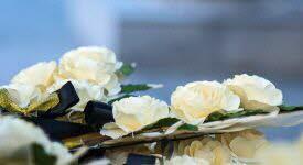 La symbolique des fleurs pour honorer un défunt