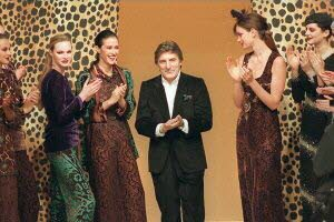 Le créateur de mode Emanuel Ungaro