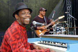 Le bluesman américain Lucky Peterson