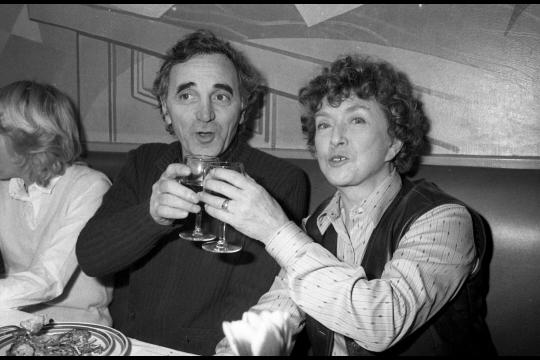Mick Mychel avec Charles Aznavour, décédé en 2018. Photo archives Le Progrès