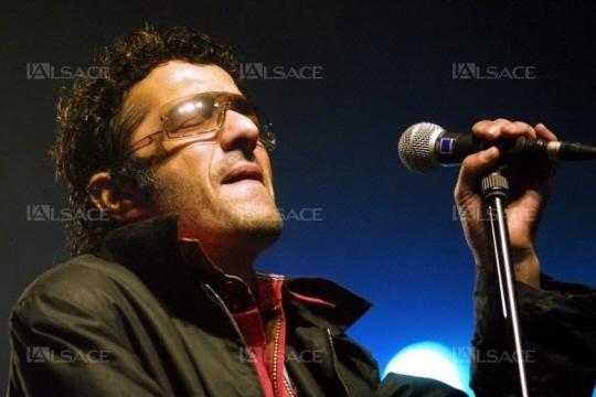 Rachid Taha en concert lors du festival C'est dans la vallée, à Sainte-Marie-aux-Mines le 27 septembre 2002. Archives L'Alsace / Dom POIRIER